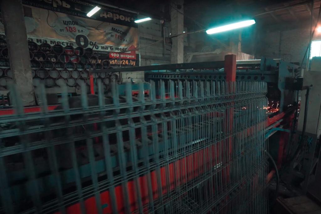 Полуавтоматическая машина сварки 3D заборных панелей с листогибом 3д и печью полимеризации бизнес-план