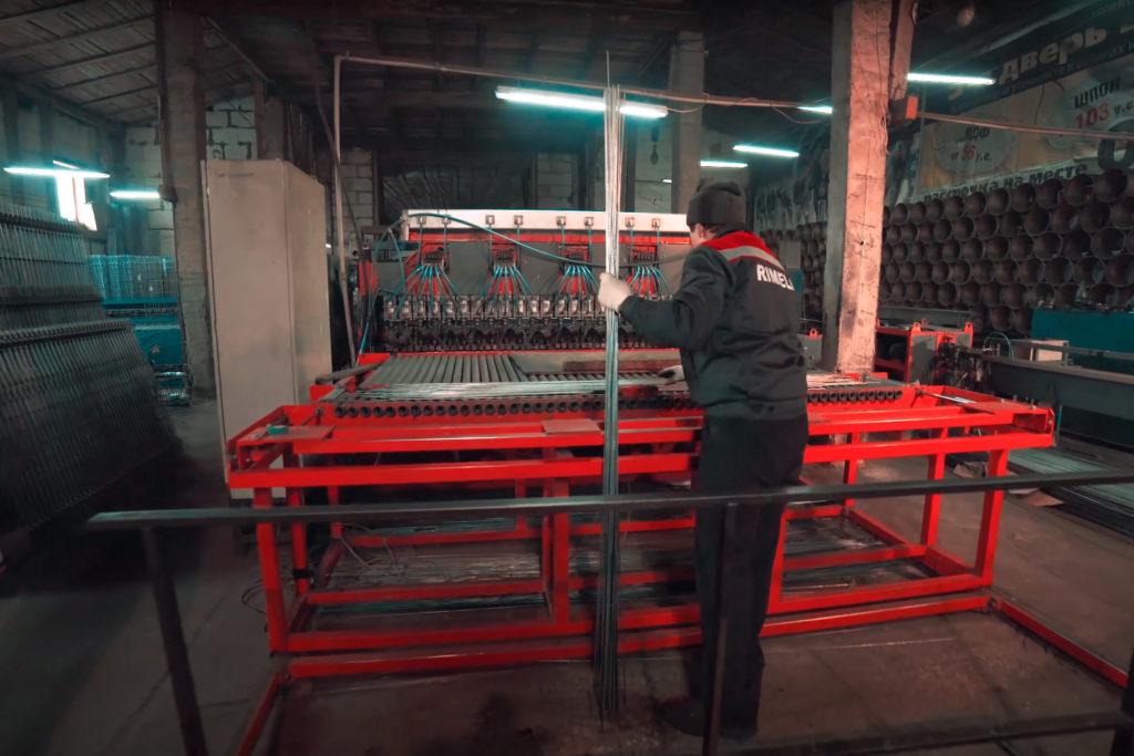 Автоматическая линия сварки 3D заборных панелей со встроенным листогибом 3д