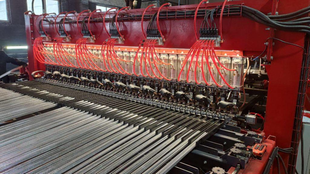 Полуавтоматическая линия сварки заборных 3D ограждений серии WLF-E Фото-3852